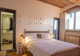 Camera matrimoniale con letto singolo, bagno e guardaroba 3 posti